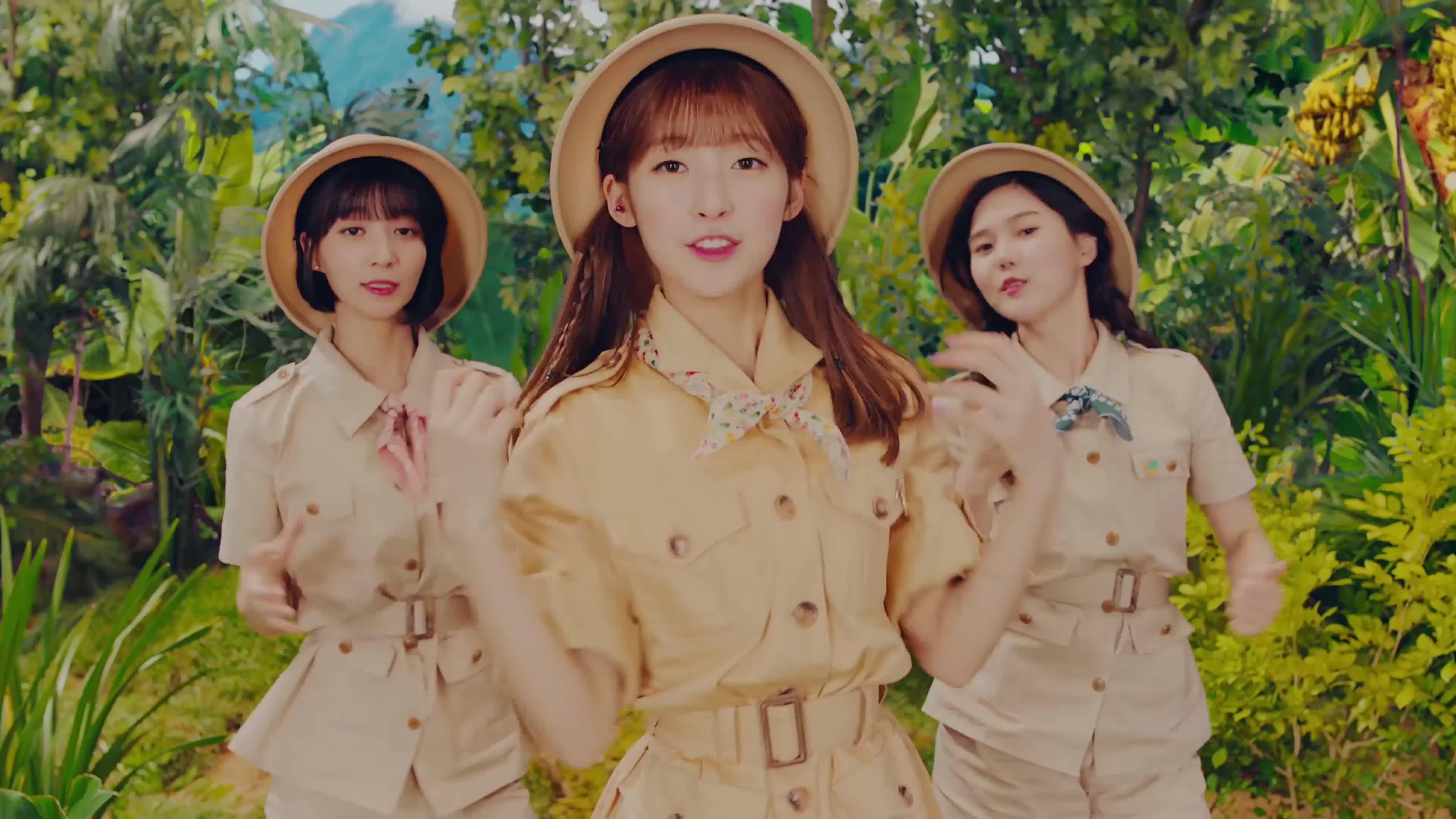 [MV] OH MY GIRL BANHANA(오마이걸 반하나) Banana allergy monkey 8 GIFs