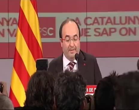 Watch and share Huevazo A Miquel Iceta En La Cabeza En Las Elecciones Catalanas GIFs on Gfycat