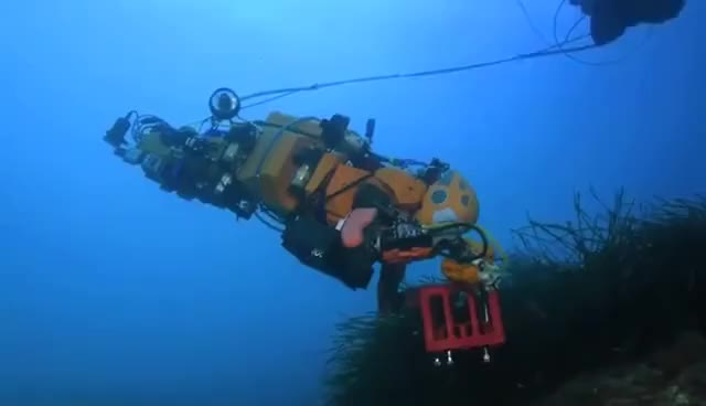 Watch and share Stanford's Humanoid Robot Explores An Abandoned Shipwreck GIFs on Gfycat