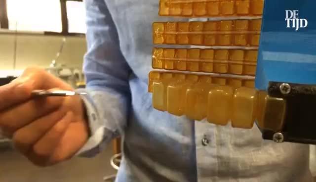 Zelfherstellende robots bij BruBotics in Brussel GIFs