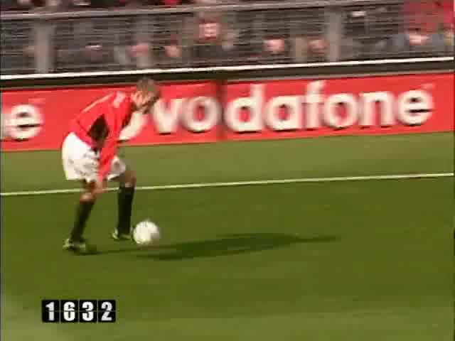 Watch and share 117 Scholes GIFs by mu_goals_2 on Gfycat