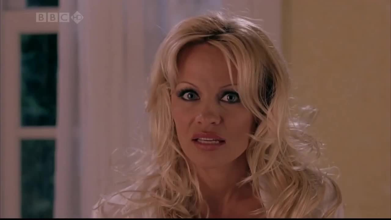 Pamela Anderson and Jenny McCarthy in 'Scary Movie 3' GIFs