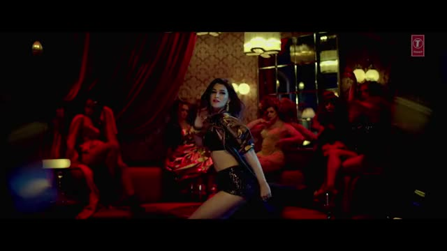 kriti Sanon oozes sexiness. Her belly , haunches and hawt expressions will make everyone hard