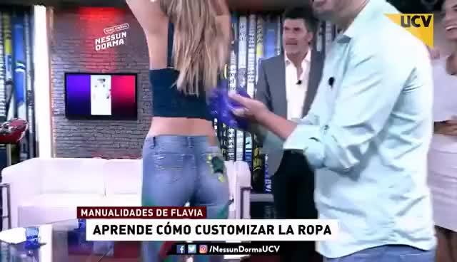Watch and share Nessun Dorma (11-04-2017) - Flavia Fucenecco Nos Enseña Entretenidas Formas De Customizar La Ropa GIFs on Gfycat