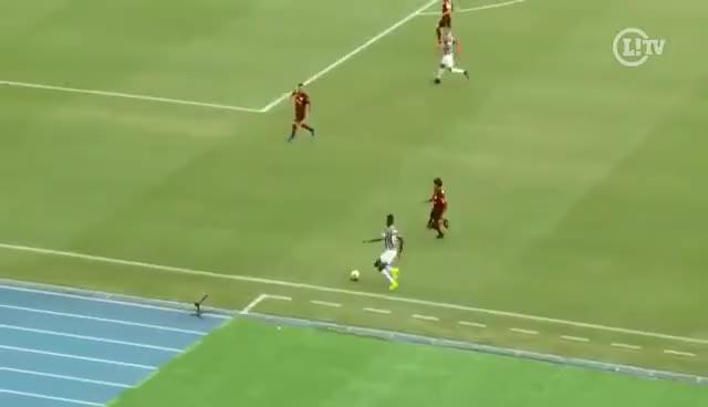 Watch and share Abusado! Léo Pelé Dá Caneta Em William Arão E Levanta A Torcida Do Fluminense GIFs on Gfycat
