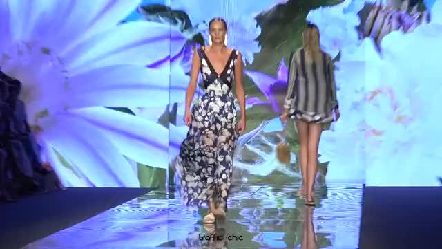 Watch SINESIA KAROL Resort 2019 Paraíso Fashion Fair-ou3b0lQR0Gk-Scene-023 GIF by @online3782 on Gfycat. Discover more related GIFs on Gfycat