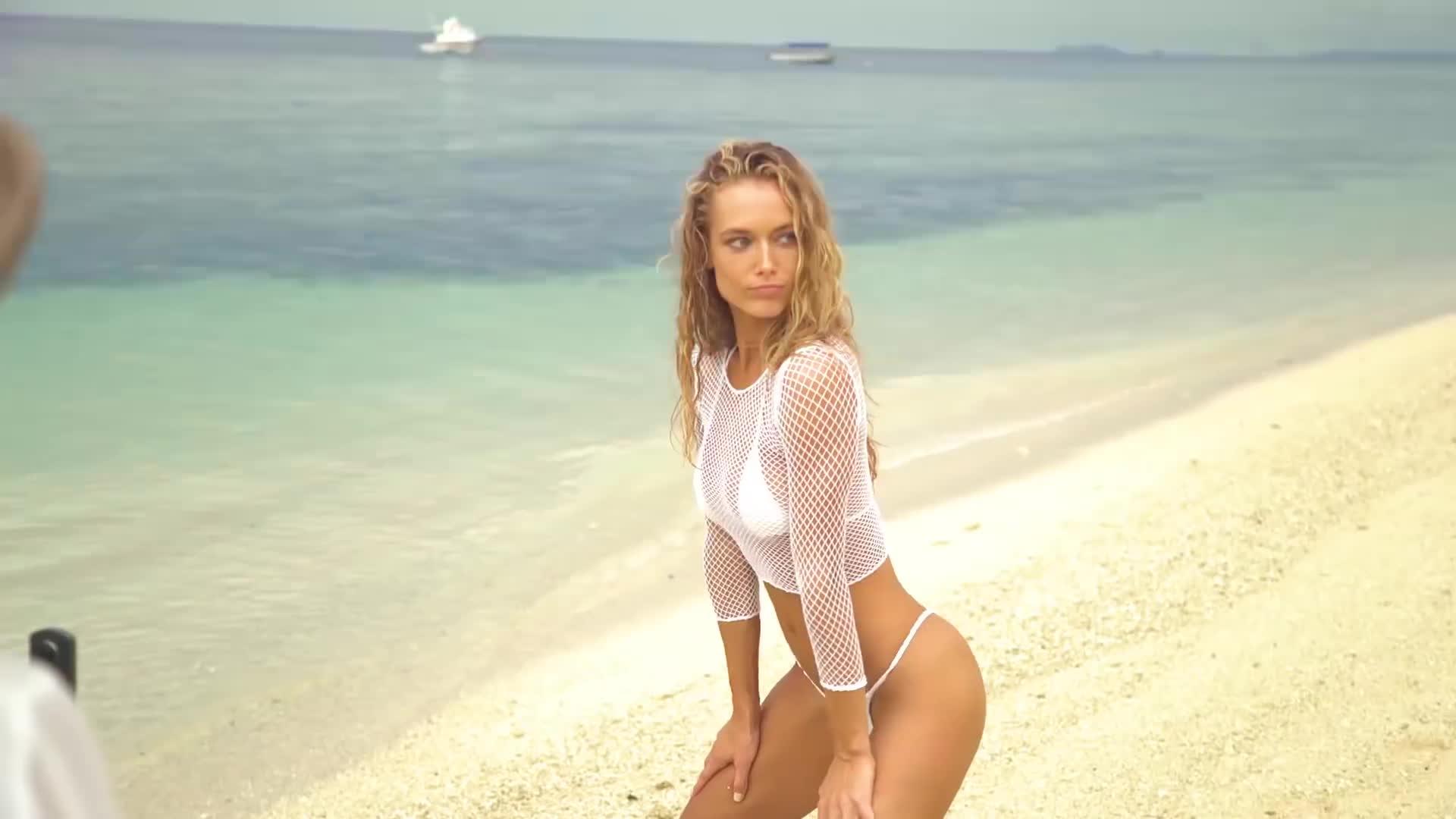 hannah ferguson si swimsuit, hannah ferguson2017, hannahferguson, Hannah Ferguson Twerks For You & Gets Flexible In Fiji | Outtakes | Sports Illustrated Swimsuit GIFs