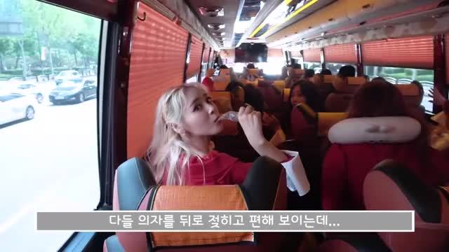 Watch and share Jinsoul GIFs and Loona GIFs by The Bakery on Gfycat