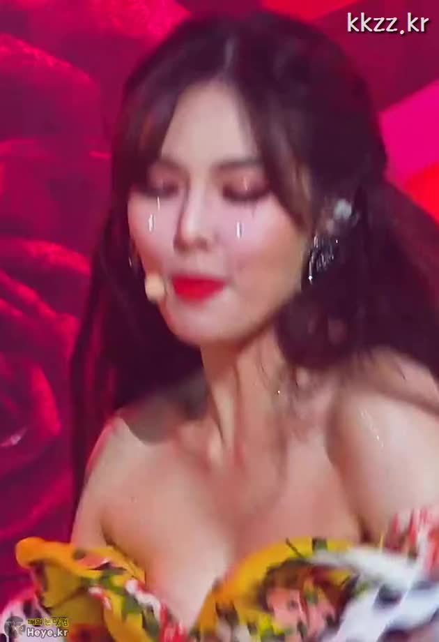Watch and share Hyuna GIFs and 매의눈닷컴 GIFs by 매의눈닷컴(▶heye.kr) on Gfycat