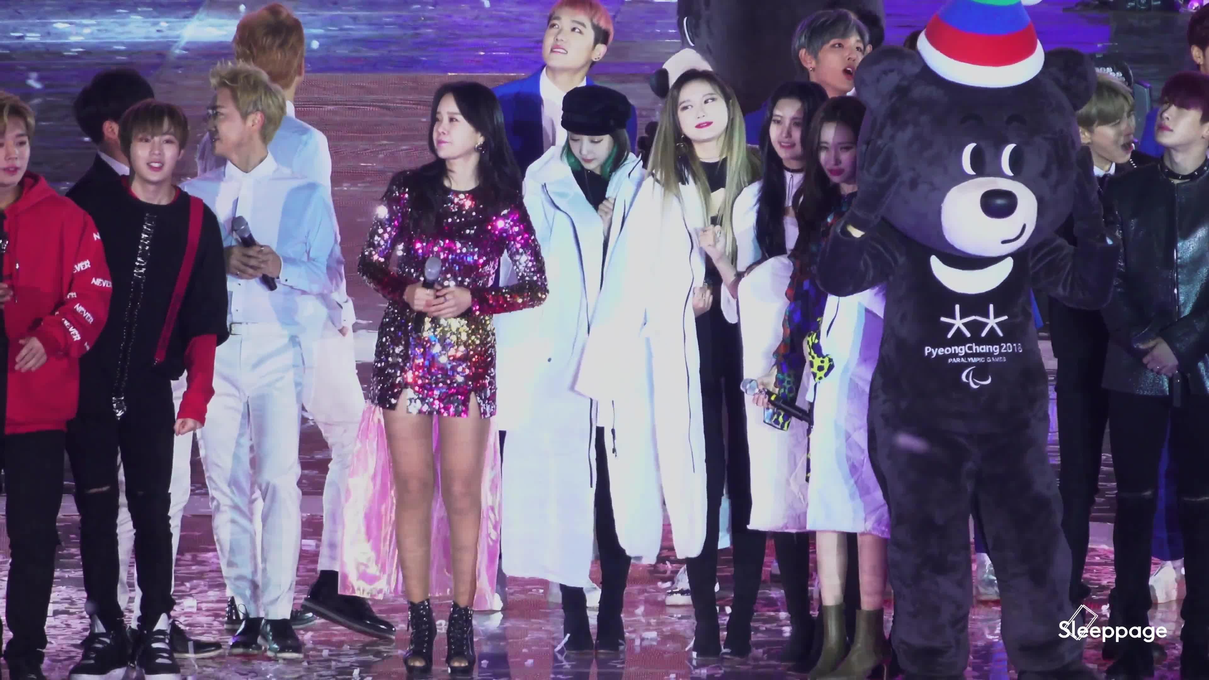 Fan tan chảy trước khoảnh khắc áo khoác chia đôi của 2 nữ thần Hani (EXID) và Sunmi ảnh 9