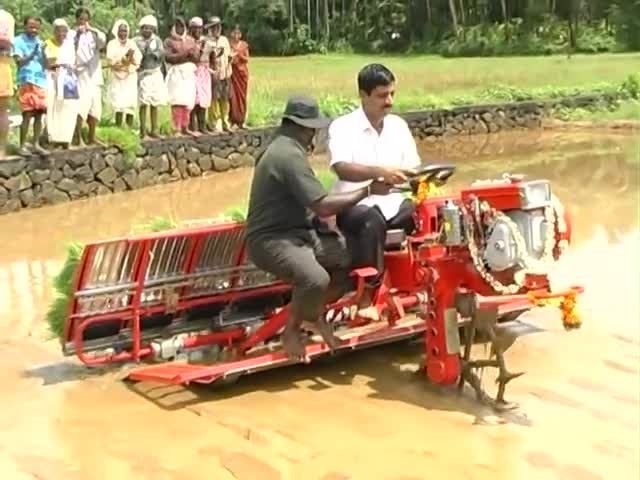agriculture, agriculture india, demo, kavungal, kavungal agro tech, kavungal agrotech, machine, mannuthy, paddy, paddy transplanter, people & blogs, rice seeding, Paddy Transplanter GIFs