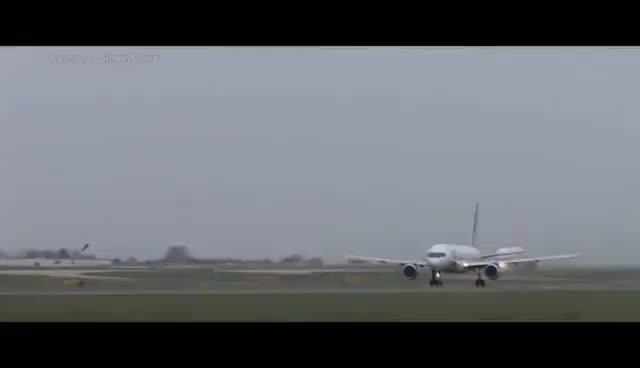 Watch avion GIF on Gfycat. Discover more avion GIFs on Gfycat