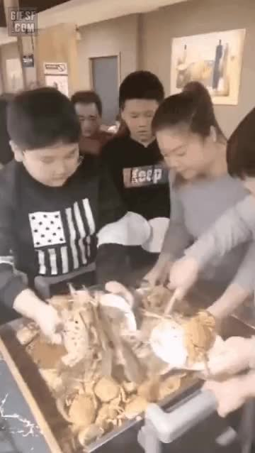 Watch and share 중국 뷔페 GIFs by podong on Gfycat