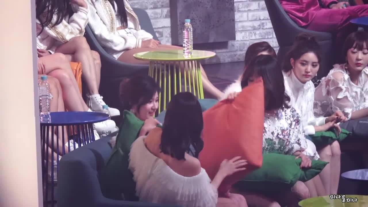 'Ga lăng' với TWICE, Hani (EXID) tiếp tục có fancam gây sốt thứ hai chỉ trong 1 tháng! ảnh 2