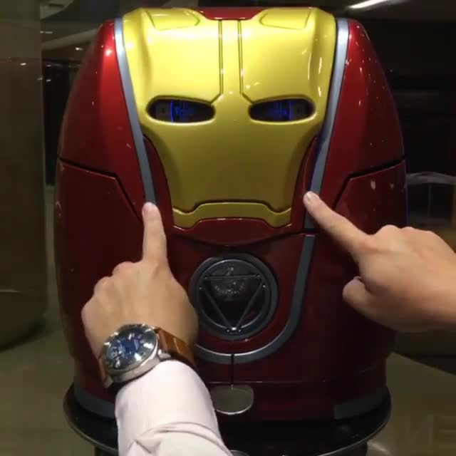 😍 Awesome Ironman watch winder belonging to @santa_laura. A piece unique 👏🏼 W... GIFs