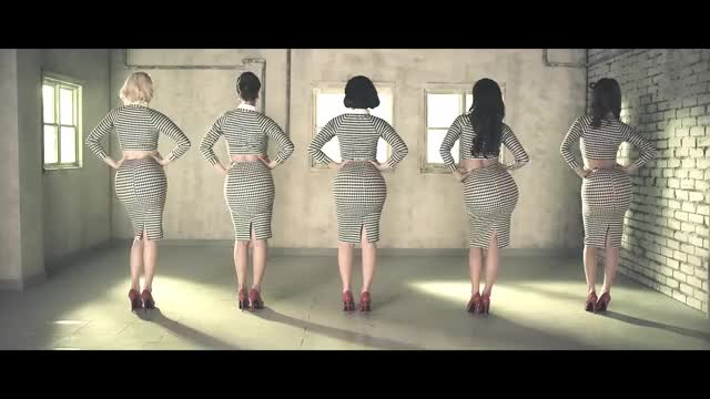 K-POP group SPICA shaking their juicy butts [full vid in comments]