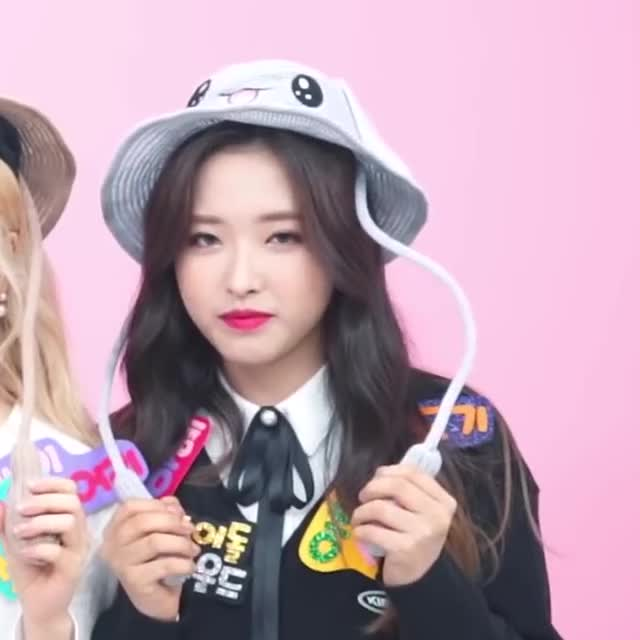 Watch and share Olivia Hye GIFs and Loona GIFs by LOONA.Webm on Gfycat