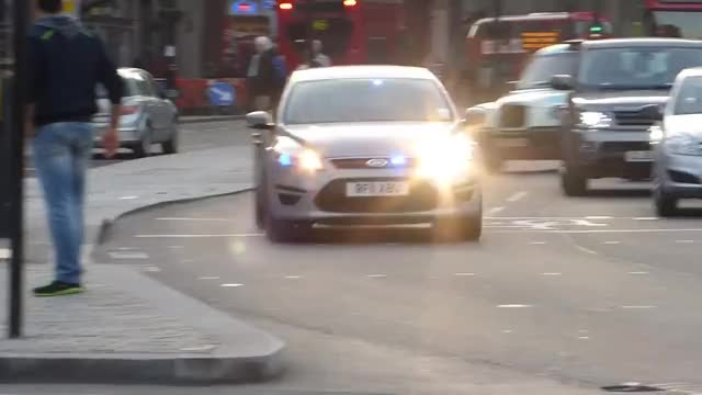 Watch and share Metropolitan Police Unmarked Ford Mondeo Robbery Squad - On Emergency Call GIFs on Gfycat