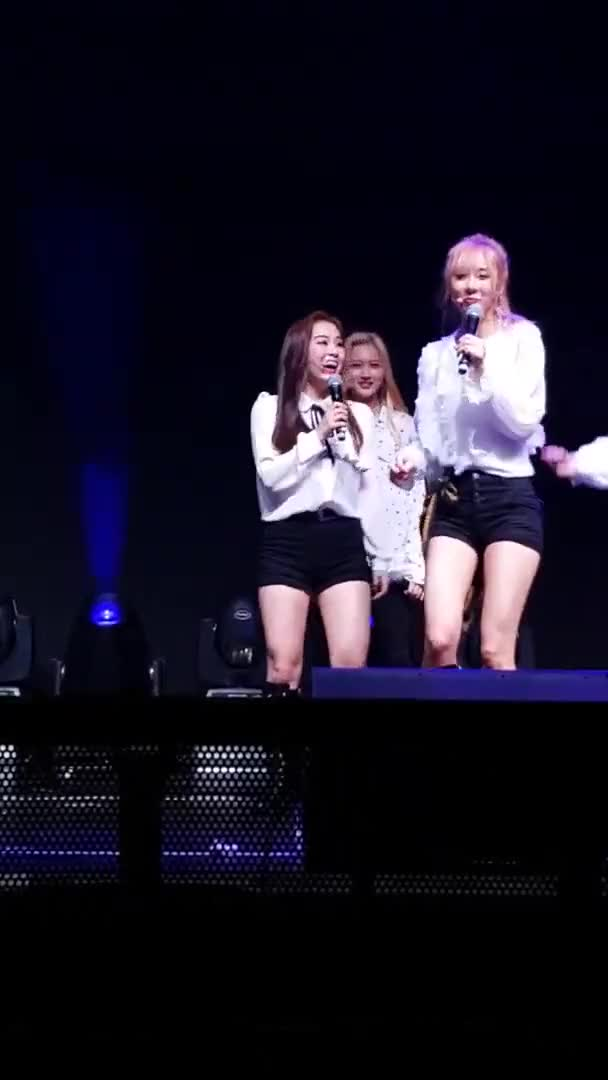 Watch and share Yoohyeon GIFs by Naienitsugua on Gfycat