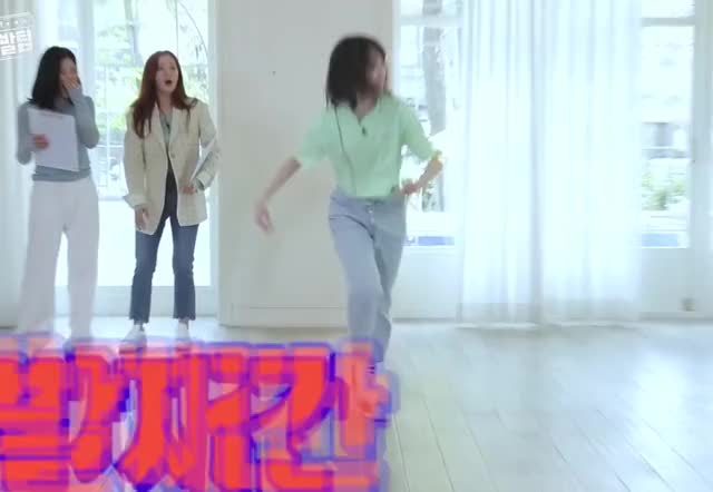 Watch and share Weeekly GIFs and Jiyoon GIFs by itssarcazm on Gfycat