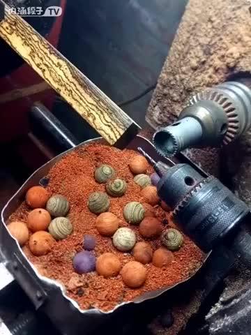 Making balls oddlysatisfying GIFs