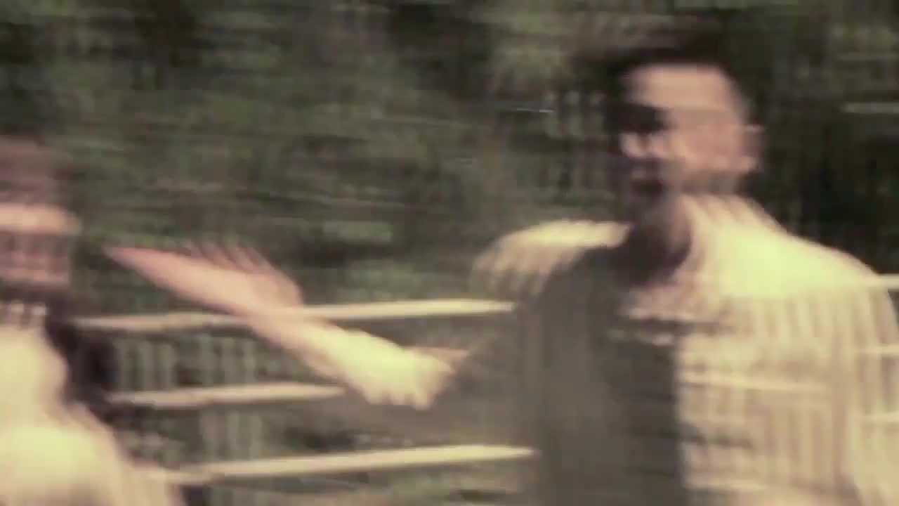 Bị chê nhan sắc tầm thường, Hari Won đánh Ngô Kiến Huy tơi tả trong hậu trường