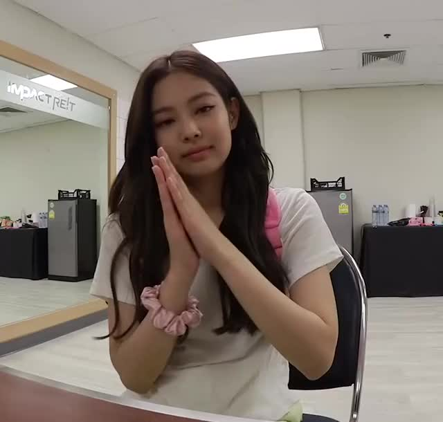 Watch and share Blackpink GIFs and Jennie GIFs by Hyosung on Gfycat