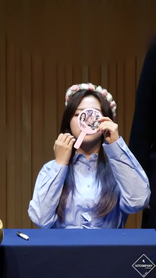 Watch and share Olivia Hye GIFs and Celebs GIFs by LOONA.Webm on Gfycat