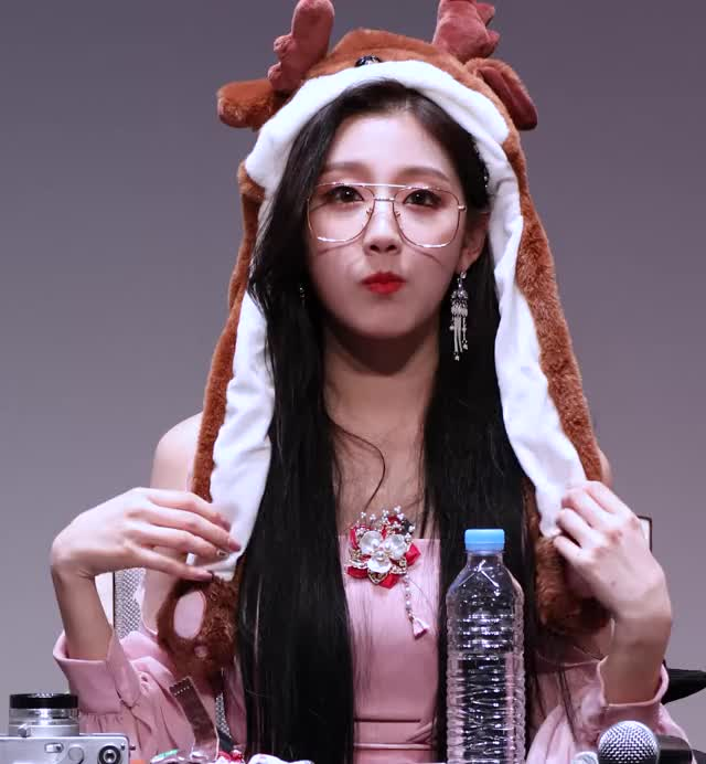 Watch 190105 LOVELYZ Yein - Fansign (3) GIF by My Gif Factory (@forever9diadem) on Gfycat. Discover more related GIFs on Gfycat