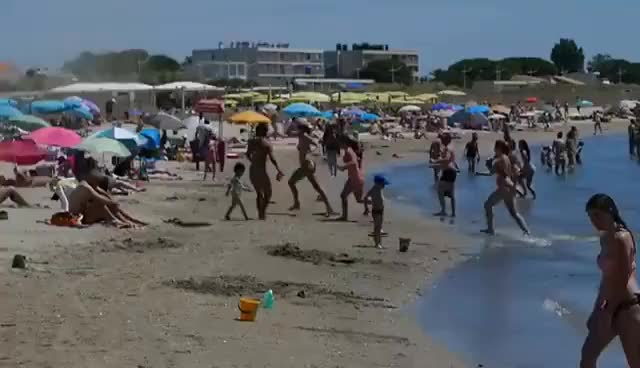 Watch and share Tourbillon Sur La Plage GIFs on Gfycat