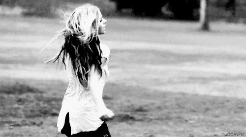 1k, alice, avril lavigne, avriledit, avrillavigne, black and white, bw, bwgifs, love quotes,  GIFs