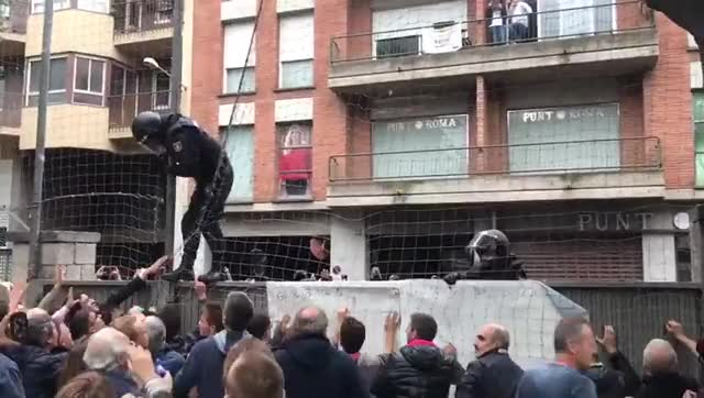 Watch and share Policia GIFs and Sucesos GIFs by kratosgw on Gfycat