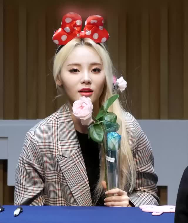 Watch and share Jinsoul GIFs and Celebs GIFs by Mecha熊 ✔️  on Gfycat