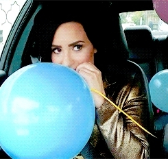demi lovato, gif, i almost forgot how to make a gif, oh and i did with the orginal size cuz i don't like the new lol, history. GIFs