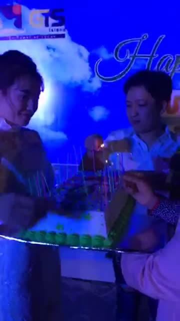 Mở tiệc sinh nhật tại biệt thự 15 tỷ mới mua, Trường Giang chẳng ngại tình tứ bên Nhã Phương