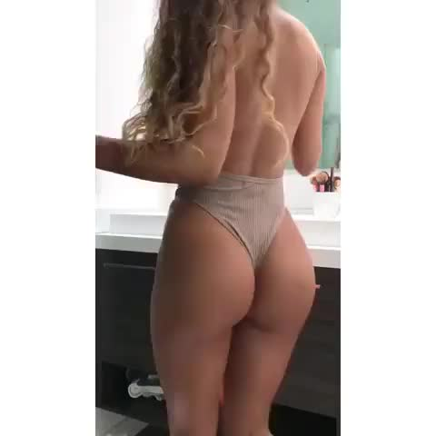 sommer shaking that booty