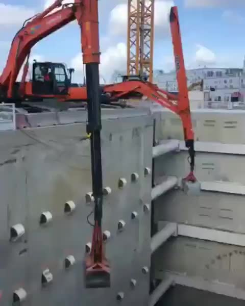 Excavator with a Telescopic Dipper Clamshell GIFs
