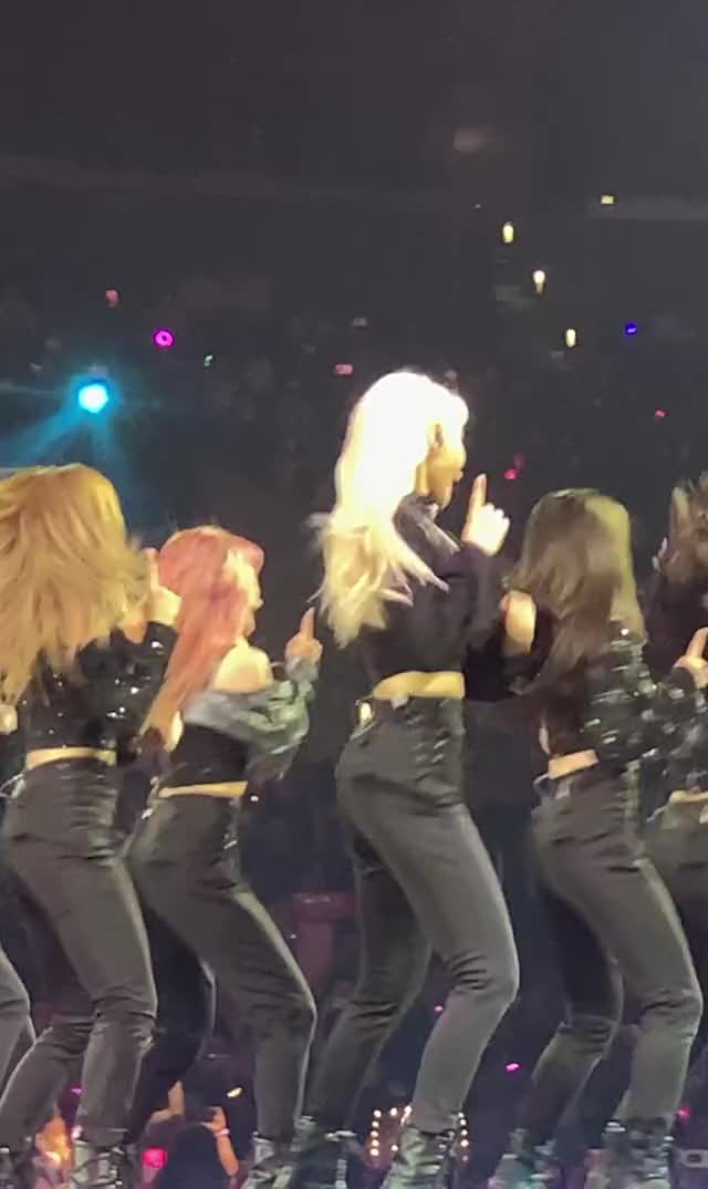 Watch and share Jinsoul GIFs and Loona GIFs by Chuy711 on Gfycat