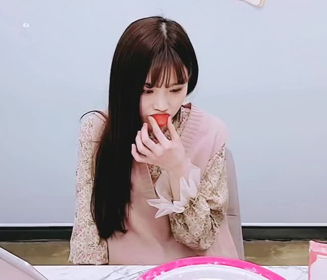 Watch and share 앞머리염불단 김딤빵 GIFs by Chan Noire on Gfycat