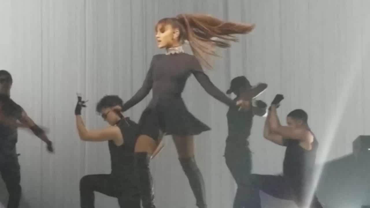 ArianaGrande, Twirling upskirt (reddit) GIFs
