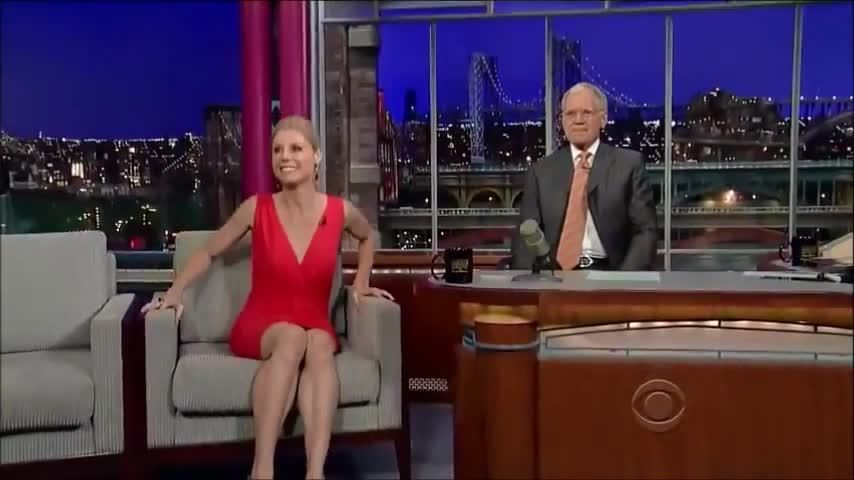 crossedlegs, legs, modern family (tv program), Julie Bowen GIFs