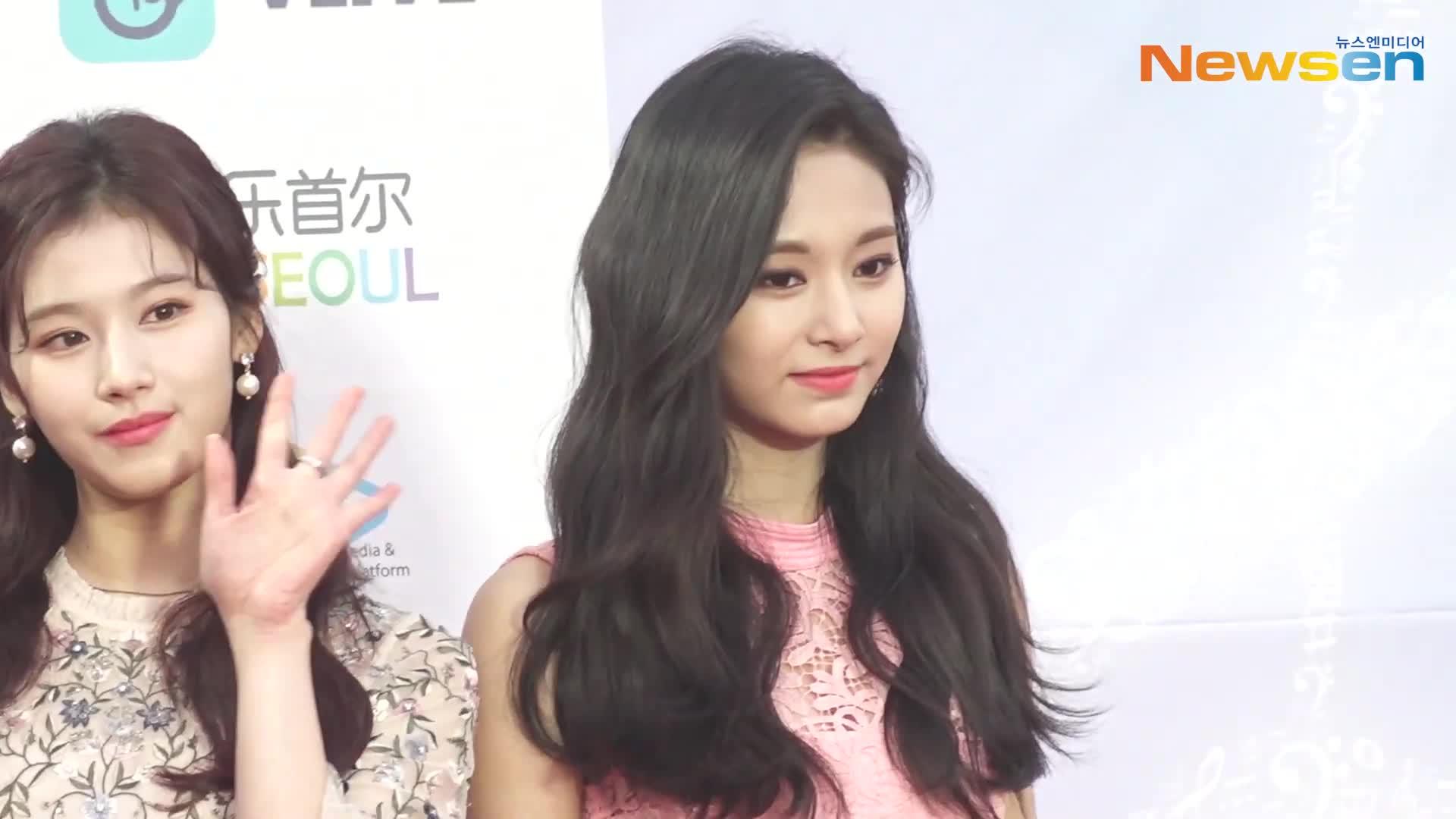 celebs, chaeyoung, jeongyeon, kpop, sana, twice, tzuyu, Twice GIFs