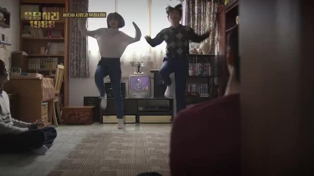 Watch and share Reply 1988 E15 Dancing Hyeri GIFs by gogoggoo on Gfycat