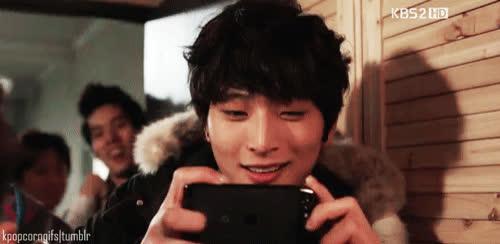 4 thế hệ idol nam Kpop khiến fan ngất lịm mỗi khi khoe mắt cười ảnh 7