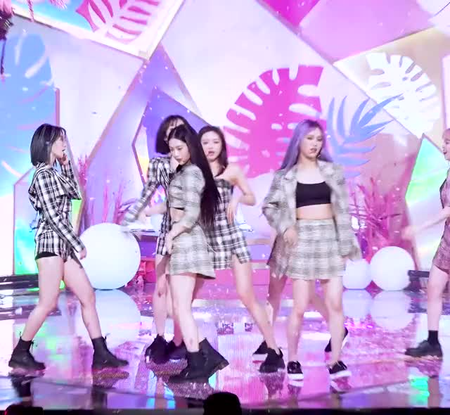 Watch and share [안방1열 직캠4K] 오마이걸 '살짝 설렜어' 풀캠 (OH MY GIRL 'Nonstop' Full Cam)│@SBS Inkigayo 2020.5.3 (2160p 30fps VP9 LQ-128kbit AAC) Group Ending GIFs by tozima95 on Gfycat