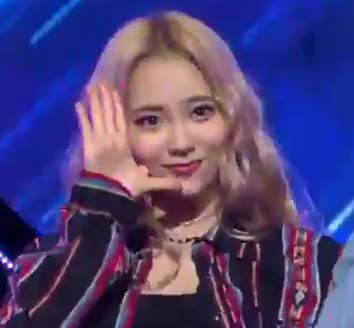 Watch and share Jinsoul GIFs and Loona GIFs by yonside on Gfycat