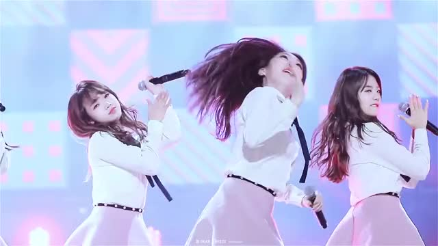 Watch and share IOI - Yeonjung GIFs by Dang_itt on Gfycat