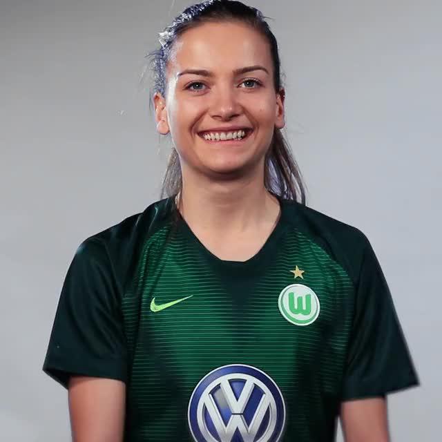 Watch and share Joelle Wedemeyer - Fahne Südkorea GIFs by VfL Wolfsburg on Gfycat