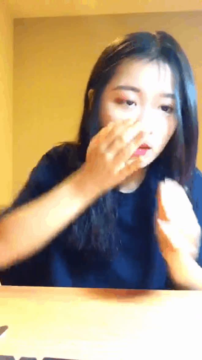 Sau chiến thắng vòng Đối đầu, Han Sara bật khóc nức nở: Mình rất thương team Noo!