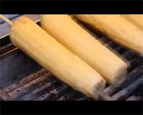 Watch Corn on the cob BBQ - Taiwanese style. GIF on Gfycat. Discover more BBQ, corn, fun, gif, taiwan, taiwanese food, taiwanfood, taiwanway, 台灣, 台灣味, 台灣小吃, 烤玉米, 玉米 GIFs on Gfycat